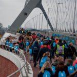 Wandelen voor Water Nijmegen - brug Oversteek- foto Pat Hill